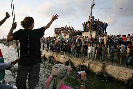 salpa la nonviolenza per Gaza. Con noi.