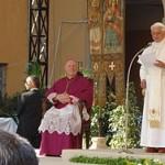 mons.Giudici presenta Pax Christi a Papa Benedetto