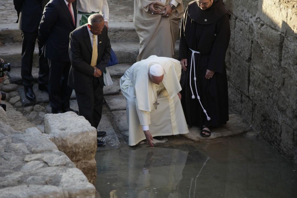 Papa Francesco sul Giordano