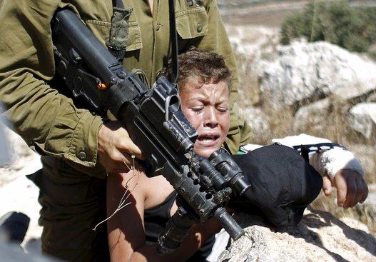 Tutti si scandalizzano, ma nessuno ferma Israele