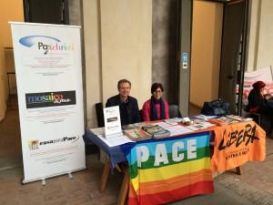 Stand informativo del punto pace Pax Christi alla Biennale della Cittadinanza Attiva a Catania