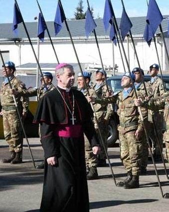 Disarmare i cappellani militari