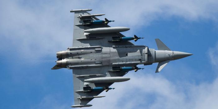 Dietro il Pisa Air Show la tragedia della guerra