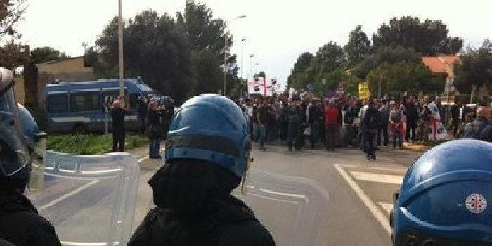 Sardegna, manifestazione contro le basi Nato: ore di tensione