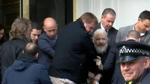 La lunga agonia di Julian Assange (e della libertà di informazione)