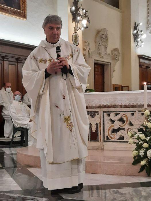 20 aprile: don Mimmo, vescovo di Napoli, sulla tomba di don Tonino